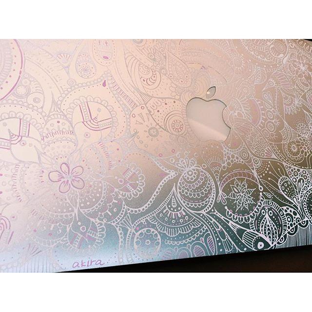 ?またまたMacbookのペイント依頼!全体にレースの様なアートを♡.#art#artist#painter#akirart#paint#macbook#myart#work#japanese#画家#画家山根亮#アート#絵#マックブック#アート依頼