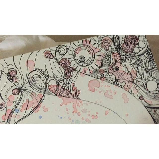 これだけ夜中じゅう描いて進んだのはこれだけ少しづつ埋まってくおっきなキャンパス.無駄にクリアですべてストレートに流れ込むそれが苦しいこともあるけどそれがあるから描けるもよでもある.亮は石コロ誰かがそれを拾って磨いてくれて初めて亮は輝きます今までも、これからも。.#art#akirart#akira#painter#paint#drow#artist#artwork#happy#job#myart#japaneseartist#japan#山根亮#画家#絵#アート依頼#アート#芸術#描く#作品#想い#届け#日本#線画#アキラゴト