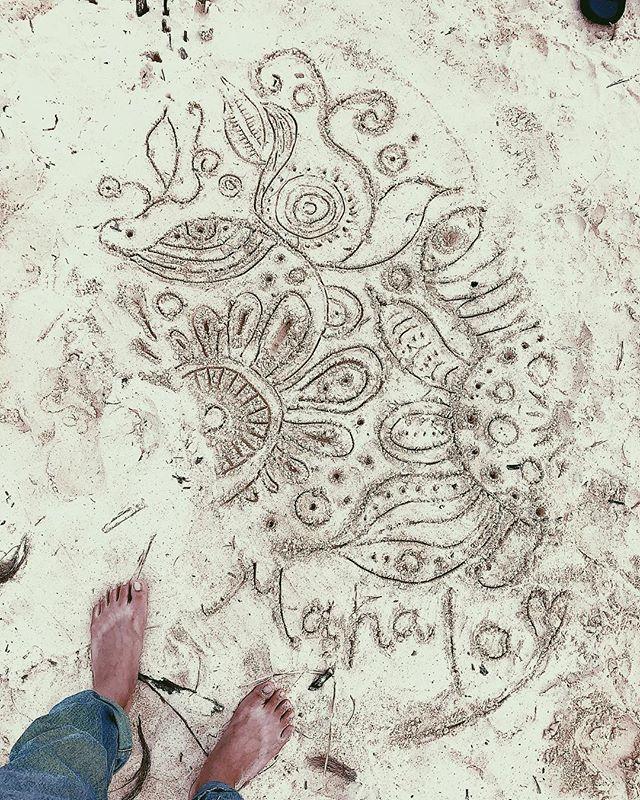 MAHALO 🤙~°*こないだの砂浜アート完成形.#初めての砂浜へのお絵かき#akirart#art#artis#painter#paint#ocean#lanikai#lanikaibeach#kailua#beach#beachart#sandart#likeachild#meloveme#hawaii#hawaiilife#myart#japanese#アート#砂浜アート#ビーチアート#らくがき#画家#ラニカイビーチ
