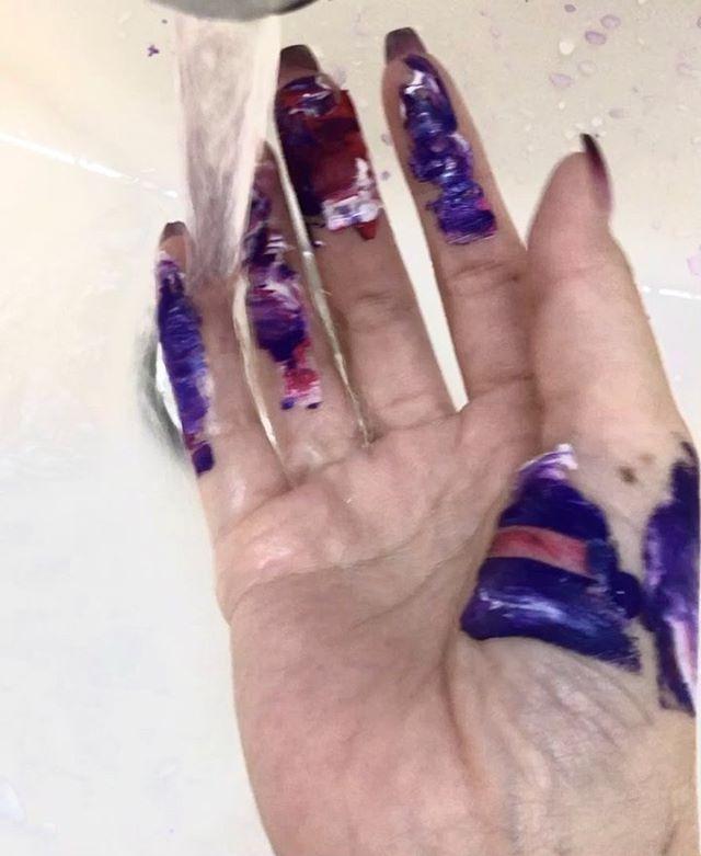 手についた絵具が好き。
